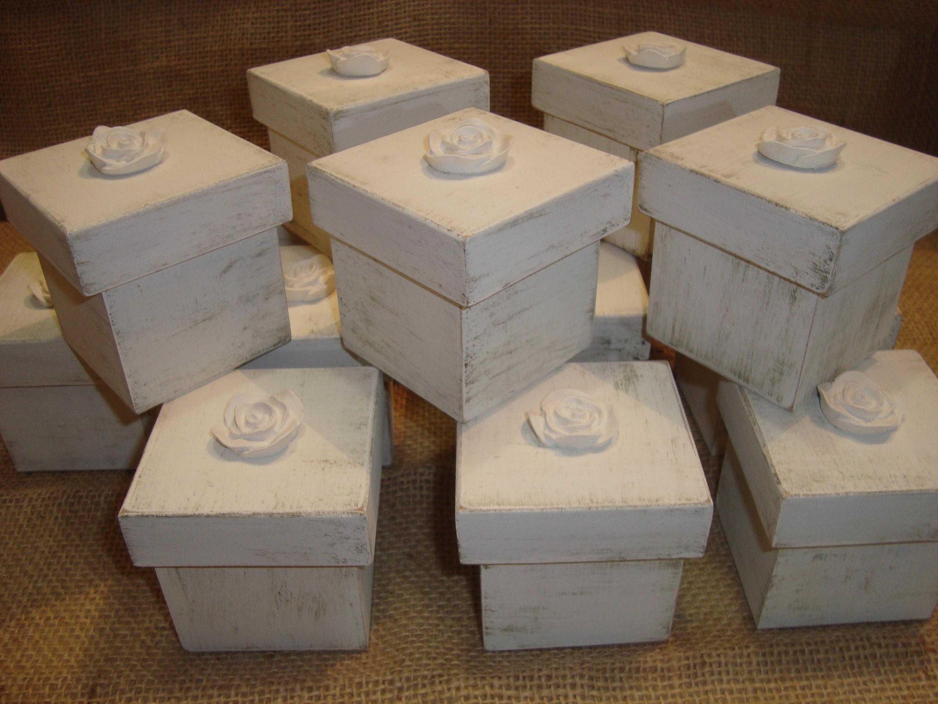aplique de flor de resina são as lembrancinhas para as daminhas #412C1C 3072x2304